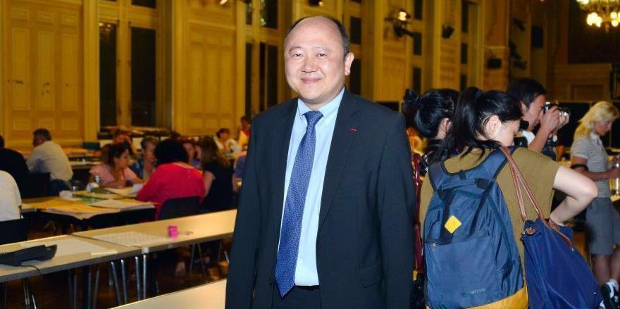 法国议会选举华裔候选人陈文雄首轮大幅胜出