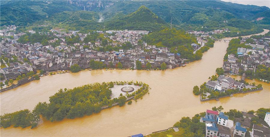 花垣县边城茶峒古镇遭遇暴雨袭击