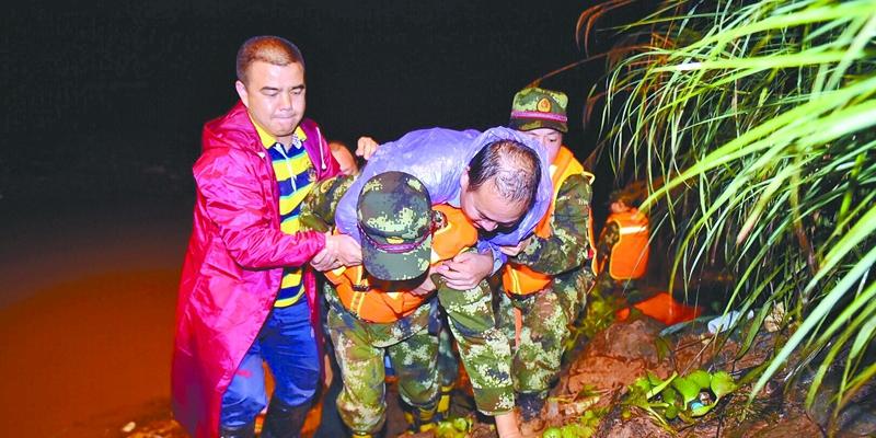巫水河绥宁县芷坪村段成功转移被困人员