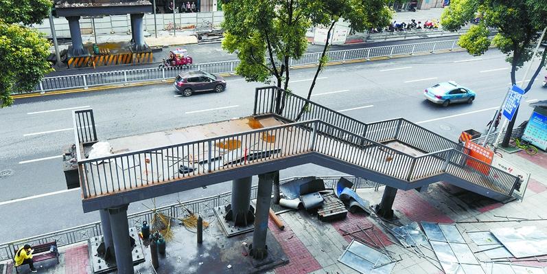 长沙解放西路人行钢便桥拆除