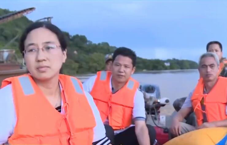 官兵穿越湘江保产妇母女平安