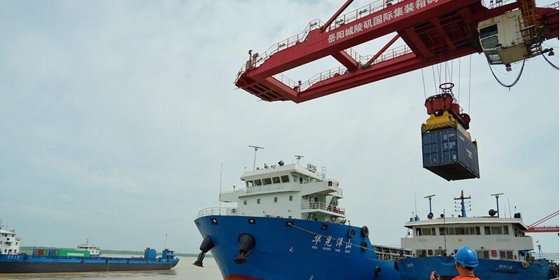 湖南最大集装箱江海轮助力通江达海直达服务
