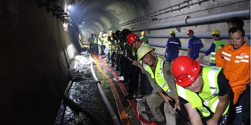 京广高铁浏阳河隧道浸水致列车停运 众力驰援