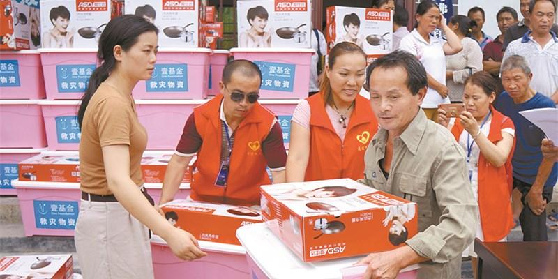 一批救灾物资运抵通道县官团村灾区