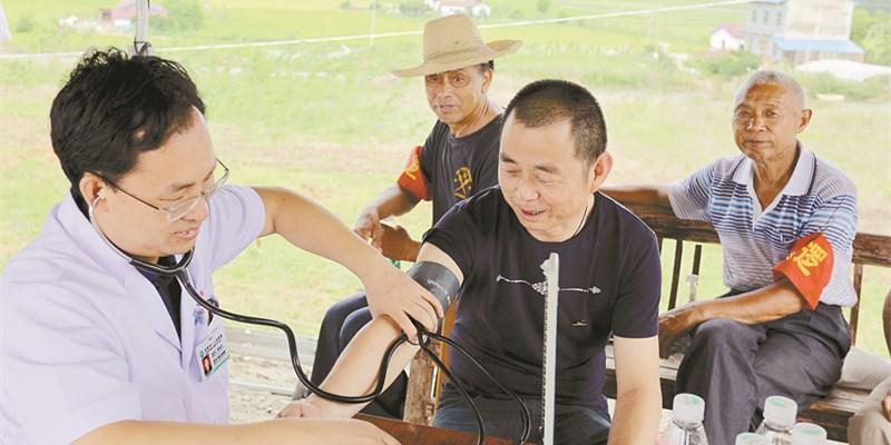 岳阳市医务人员支援抗洪一线