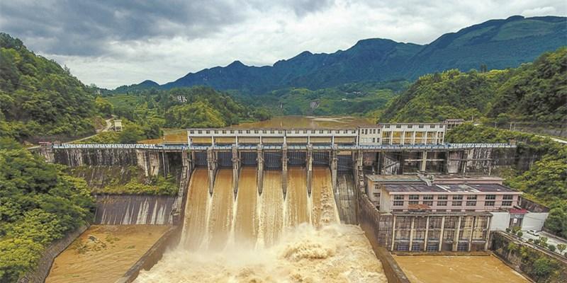 龙山县湾塘水电站开闸泄洪