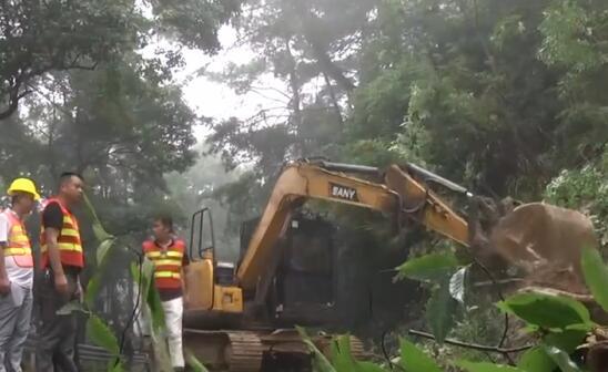 南岳:抢修水毁公路保畅通