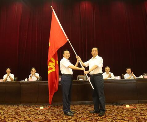第十三届全运会湖南代表团誓师成立 许达哲授旗