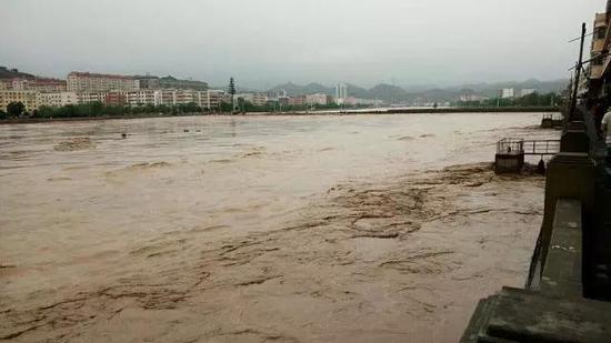 陕西榆林水库溃坝 这次洪灾为何如此严重?
