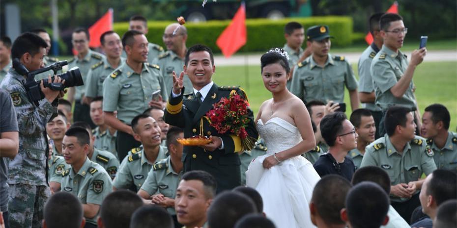 中国人民解放军驻滇某旅为22名官兵举行集体婚礼