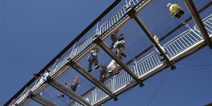 横跨黄河玻璃桥 惊艳亮相宁夏沙坡头