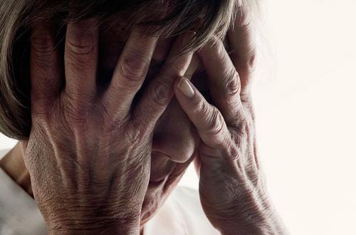 中老年人记忆力下降需警惕 早期医疗训练可预防老年痴呆