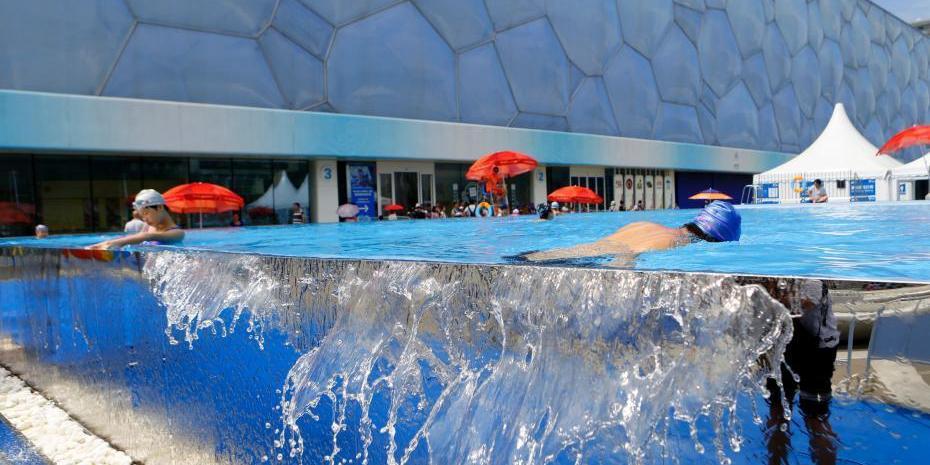 水立方室外无边泳池迎客 与周围景色融为一体