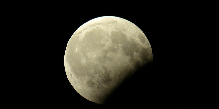 全球多地上演月偏食
