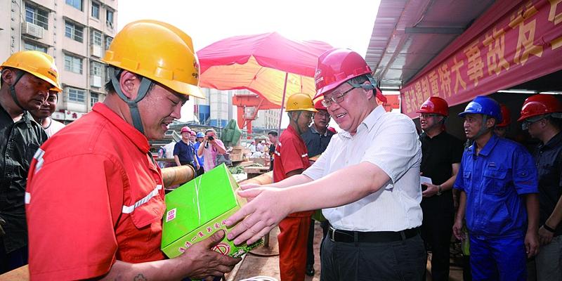 湖南省总工会为地铁一线工人送清凉