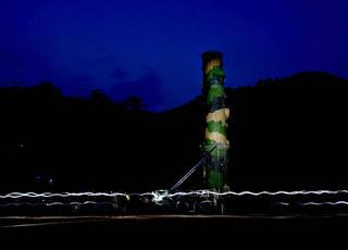 解放军火箭军东风-21导弹演练夜间起竖