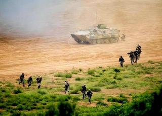 看最强陆军 美军参联会主席观摩解放军战力