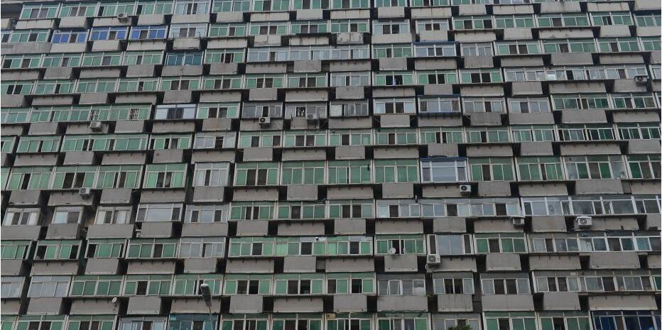 """沈阳一大楼现300多个阳台 市民戏称为""""阳台大楼"""""""