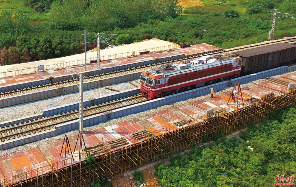 长沙地铁4号线成功下穿石长铁路 后年通车