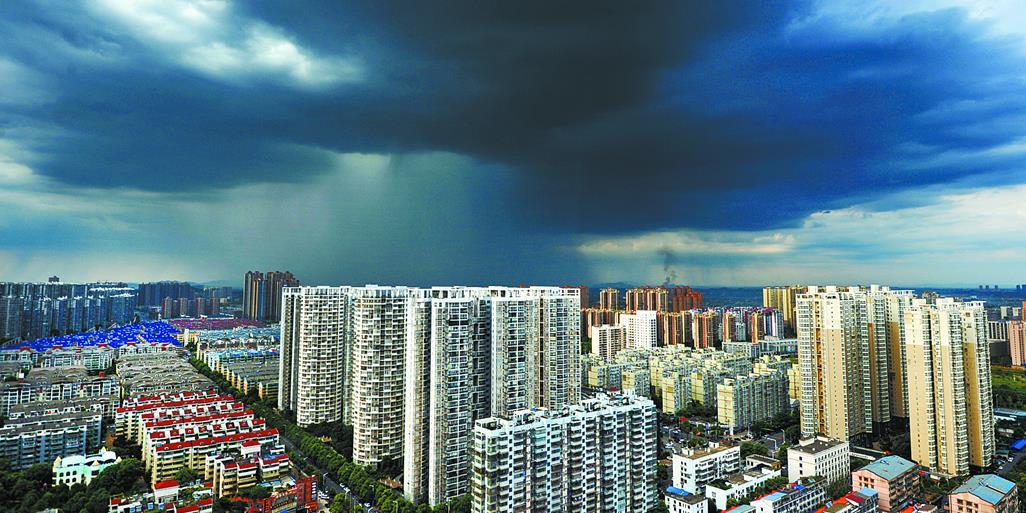 受台风外围云系影响 长沙遭遇强对流天气