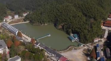 """湖南:发展旅游扶贫 把青山绿水变成脱贫致富的""""金山银山"""""""