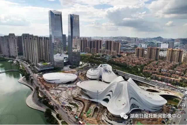 2017年8月28日,空中俯瞰长沙梅溪湖国际文化艺术中心大剧院.