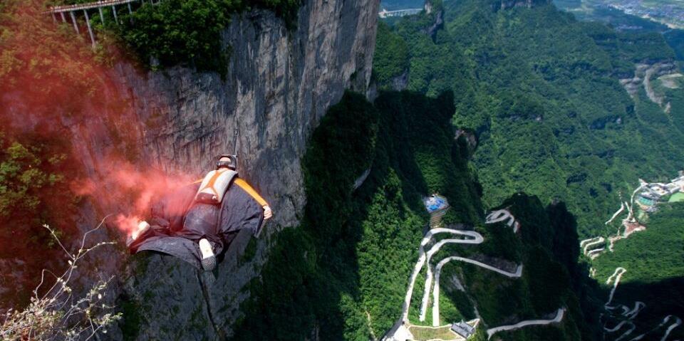 天门山9月上演翼装飞行传奇 玉壶峰玻璃跳台首次启用