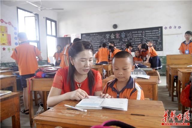 浏阳教师吴小华:从教32年 把青春年华定格在大山里