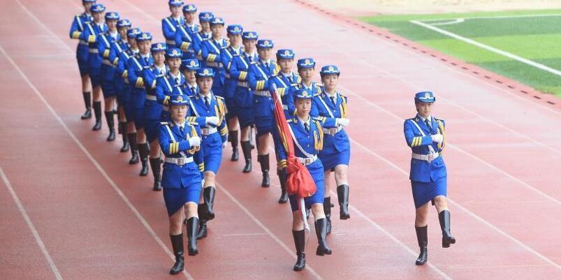 西南大学女子国旗班队员平均身高超1米7