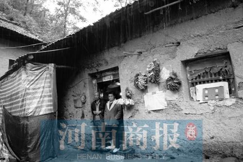 河南易地扶贫搬迁 村民搬进新家不用再下山挑水了