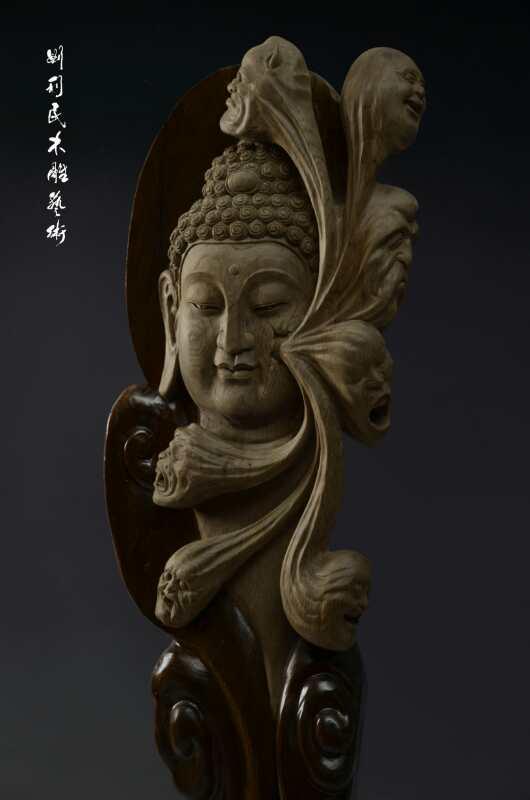 刘利民有近千件根雕作品进入人们的视野,作品《一苇渡江》《东方神