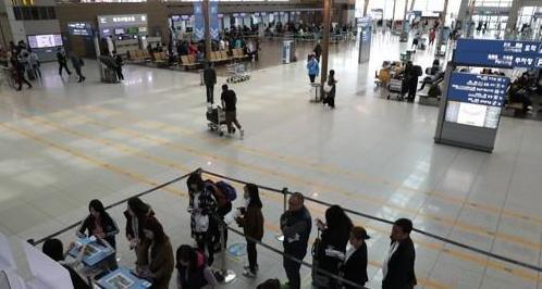 资料图片:冷清的仁川机场。(韩国《亚洲经济》)