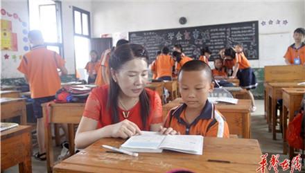 【新时代园丁】吴小华:从教32年 把青春定格在大山里