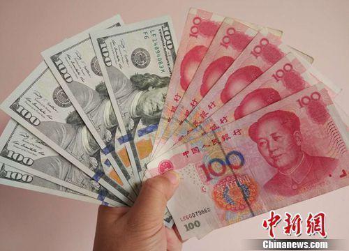 资料图:人民币和美元。中新网记者 李金磊 摄