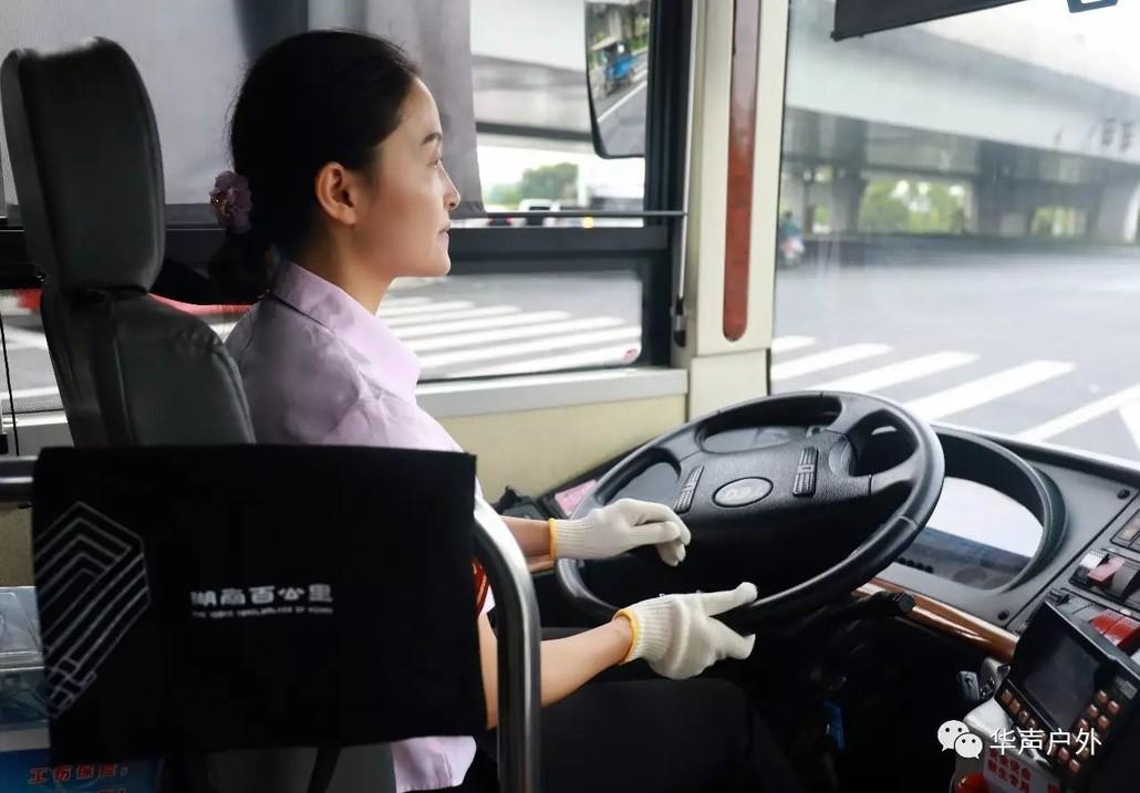 """长沙最美公交女司机的""""速度与激情"""""""