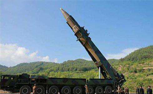 """资料图片:朝鲜试射""""火星""""-14弹道导弹。(图片来源于网络)"""