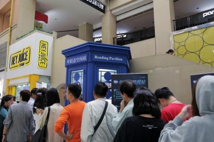 """上海街头惊现共享""""年轻态""""朗读亭"""