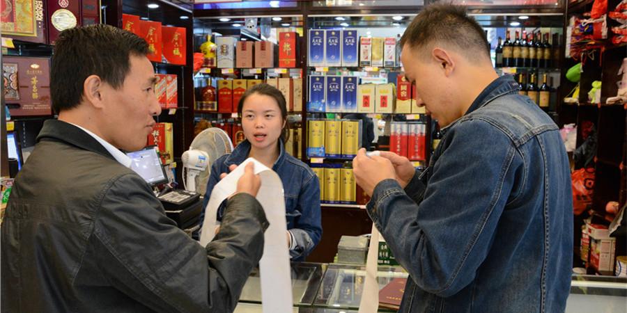[砥砺奋进的五年・成就展]花垣县督查组查找公款消费问题线索