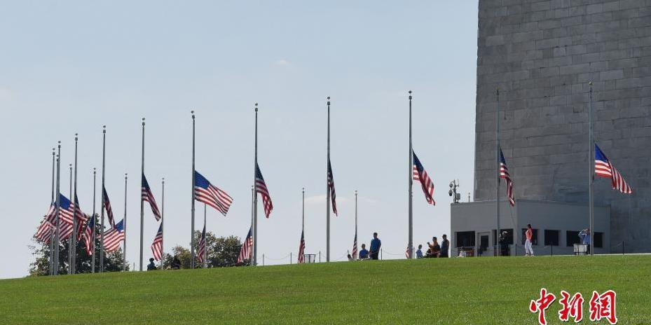 美国为拉斯维加斯枪击事件遇难者降半旗致哀