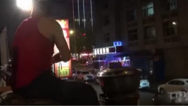 """中国版""""深夜食堂""""方便面摊年入百万"""