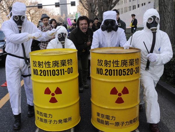 资料图片:日本民众在首都东京参加反核集会活动。