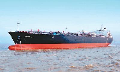 上海外高桥造船有限公司自行研发设计的超大型全冷式液化石油气运输船。
