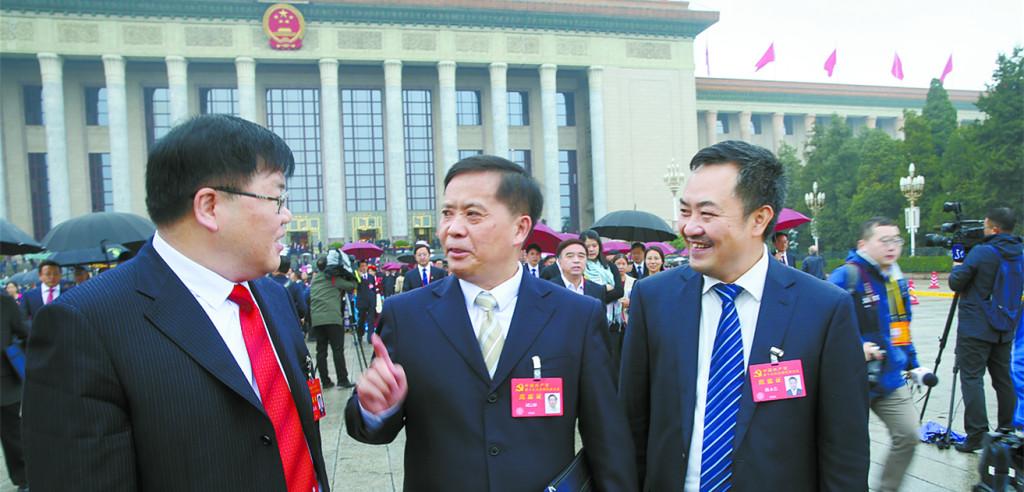 湖南代表团代表信心满怀走出人民大会堂