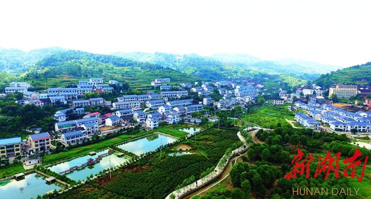 冷水江市统筹城乡发展整体推进新农村建设,美丽乡村入画来. 潘 勇 摄