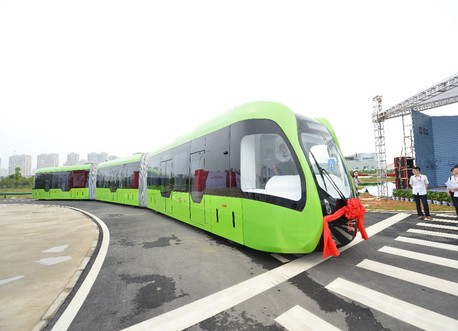全球首条虚拟轨道列车示范线23日株洲运行 充电10分钟行驶25公里