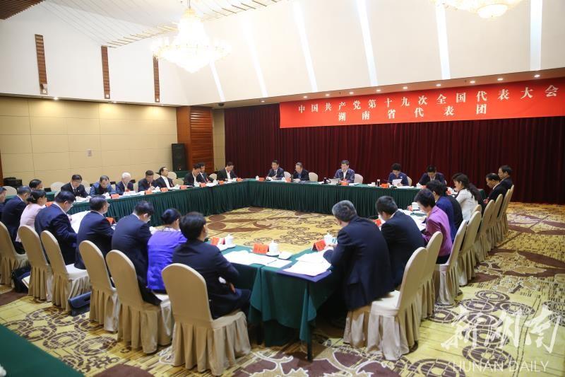 湖南代表团举行分组会议 杜家毫许达哲乌兰杨正午等参加