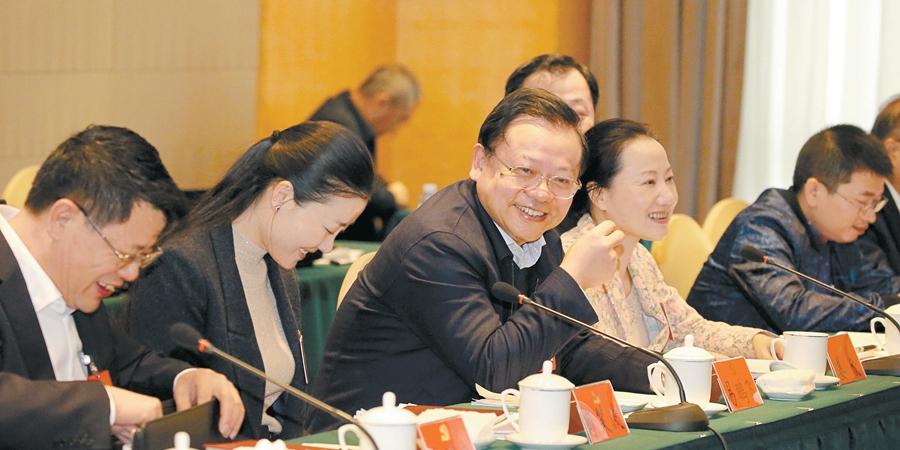 湖南代表团代表分组讨论报告