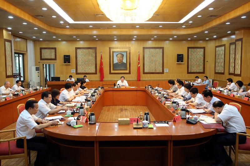 杜家毫主持召开省委常委会会议