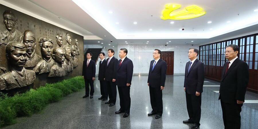 中共中央总书记、国家主席、中央军委主席习近平和中央政治局常委集体瞻仰中共一大会址