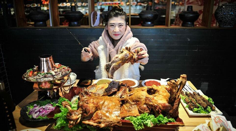 天津90后美女大胃王 月入两万只够吃饭